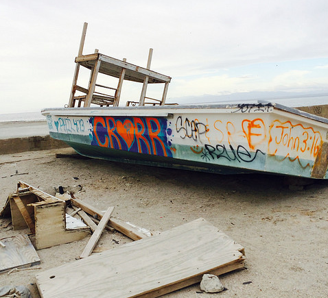 graffiti boat